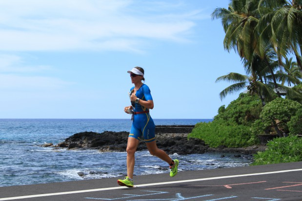 As on the bike, I tried to stay in my own bubble at the beginning of the run, and not get carried away by the great atmosphere on Alii Dr. Finding a rhythm after 180 k of biking can be hard, even with rather fresh legs. Photo: Australian Tri Magazine